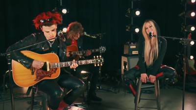 """WATCH: Avril Lavigne and Yungblud Perform """"I'm With You"""""""